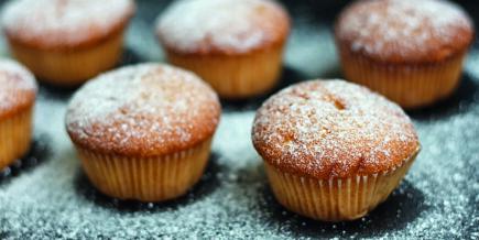 Muffins sans gluten avec farine de noyau d'abricots, de châtaigne et d'avoine complète