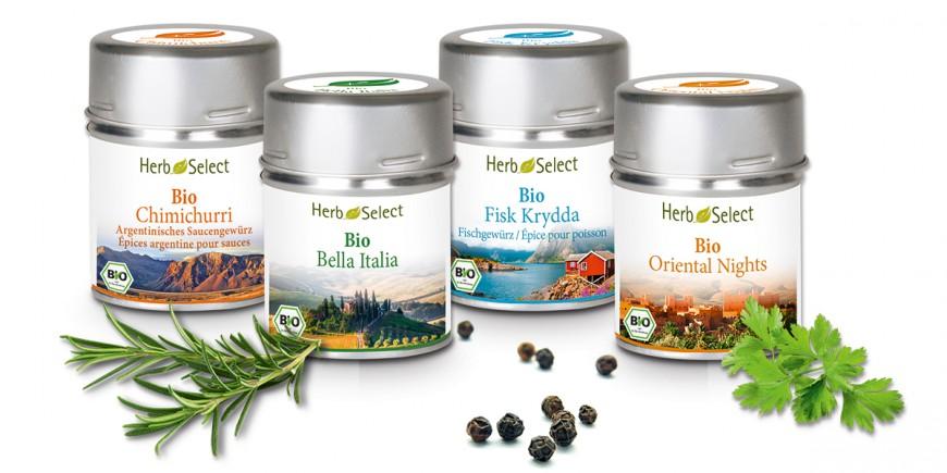 Vier Metalldöschen mit HerbSelect Bio-Gewürzen von Morga in verschiedenen Mischungen wie Bella Italia oder Bio Oriental Nights